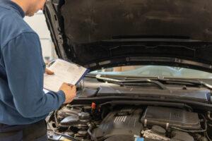 Kundendienst Inspektion und Autoreparatur am Auto in Hallbergmoos