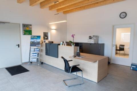 Eingangsbereich Aktuelles Empfangsbereich KFZ-Werkstatt