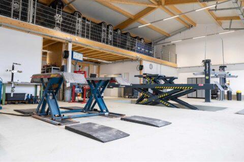 Autowerkstatt Hebebühnen oben Hallbergmoos KFZ-Meisterbetrieb