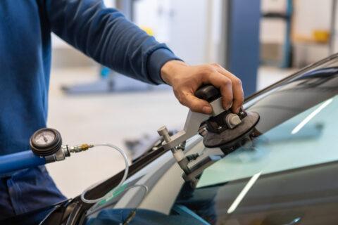 Reparatur von Steinschlägen in KFZ-Meisterbetrieb