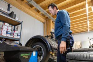 Reifenwuchten als Reifenservice im Selbstschraubereck
